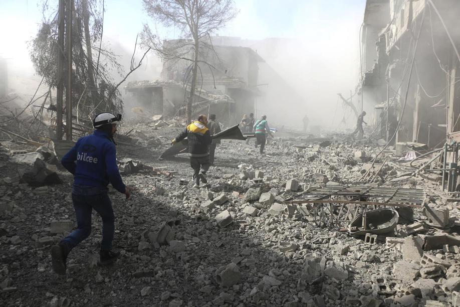 La scena dopo un raid a Ghouta